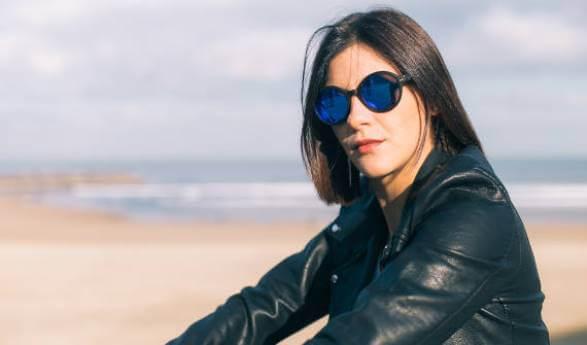 bb0d230ae8 Gafas de madera modelo Melville-Blue Mirror, están llenas de personalidad,  destacando su carácter urbano y cosmopolita. Madera de Ébano Negro y  patillas en ...